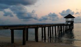 桥梁到海里 库存图片