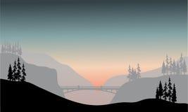 桥梁剪影在早晨 免版税库存图片