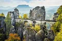 桥梁名为Bastei在撒克逊人的瑞士 免版税库存图片