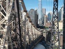 桥梁向罗斯福岛 库存图片