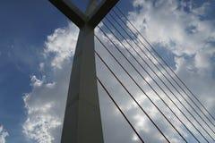 桥梁和云彩 库存图片