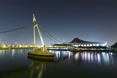 桥梁和体育场 免版税图库摄影