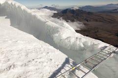 桥梁和冰在科托帕克西 免版税库存照片