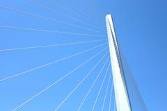 桥梁和天空的抽象部分 免版税库存照片