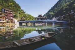 桥梁和小船在凤凰县 库存图片