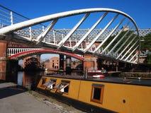 桥梁和小船在Castlefield,曼彻斯特英国 免版税库存图片