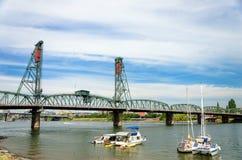 桥梁和小船 库存照片