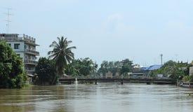 桥梁和河。 免版税库存图片