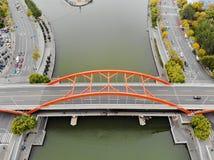 桥梁和海河鸟瞰图顶视图在天津 免版税库存图片
