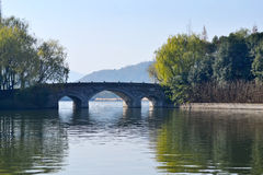 桥梁和湖 图库摄影
