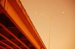桥梁和街灯 库存图片