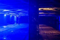 桥梁在坎登以推迟吸毒者的蓝色光 免版税库存图片