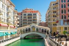 桥梁在多哈喜欢威尼斯式桥梁Rialto 免版税库存照片