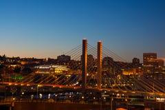 509桥梁在晚上在塔科马华盛顿 库存照片
