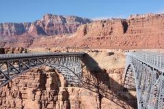 桥梁在河的科罗拉多那瓦伙族人 免版税库存照片