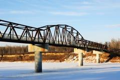 桥梁在河萨斯喀彻温省冬天 库存图片