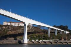桥梁在波尔图,葡萄牙 免版税库存照片