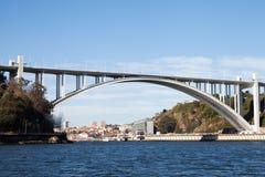 桥梁在波尔图,葡萄牙 免版税库存图片