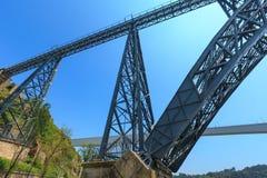 桥梁在波尔图,葡萄牙 免版税图库摄影