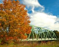 桥梁在秋天 库存图片
