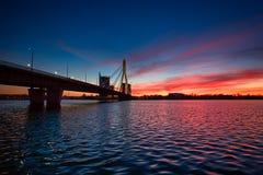 桥梁在里加在晚上 图库摄影