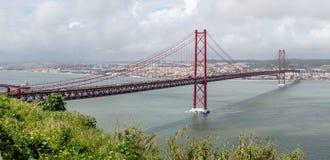 桥梁在里斯本 免版税库存照片