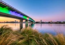 桥梁在长滩港口 免版税库存图片