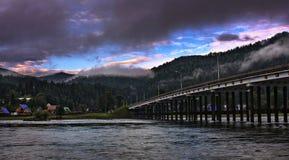 桥梁在黎明 免版税库存图片