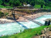 桥梁在kaghan巴基斯坦 免版税库存图片