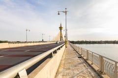 桥梁在Nonthaburi泰国 免版税库存照片
