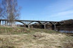 桥梁在Staritsa,俄罗斯 免版税图库摄影