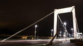 桥梁夜场面在布达佩斯 库存图片