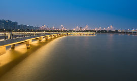 桥梁夜 免版税库存图片