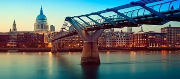 桥梁大教堂伦敦千年保罗s st 免版税库存照片