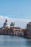 从桥梁学术界的看法,威尼斯,意大利运河  免版税图库摄影