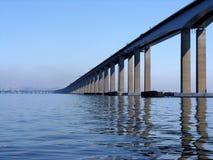 桥梁尼泰罗伊里约 免版税图库摄影