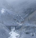 桥梁峡谷云彩雾 免版税库存图片