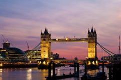 桥梁市政厅伦敦日落塔 免版税库存照片
