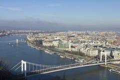 桥梁布达佩斯伊丽莎白 免版税库存图片