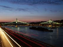 桥梁布达佩斯自由 库存图片