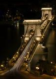 桥梁布达佩斯链匈牙利晚上射击 库存图片