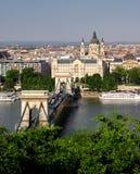 桥梁布达佩斯链子 免版税图库摄影