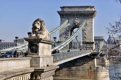 桥梁布达佩斯链子 免版税库存照片