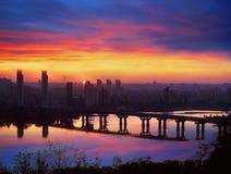 桥梁帕东在黎明 免版税库存图片