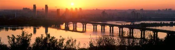 桥梁帕东在黎明 库存照片