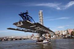 桥梁建筑在伊斯坦布尔 免版税库存图片