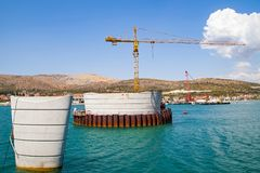 桥梁建筑在特罗吉尔,克罗地亚 免版税库存图片