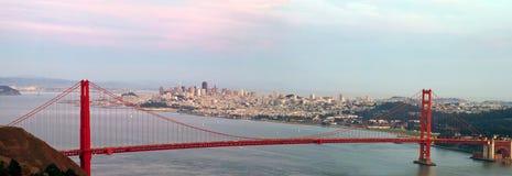 桥梁弗朗西斯科门金黄圣地平线 库存图片