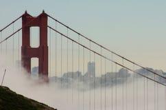 桥梁弗朗西斯科门金黄圣地平线 库存照片