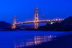 桥梁弗朗西斯科门金黄晚上圣 库存图片